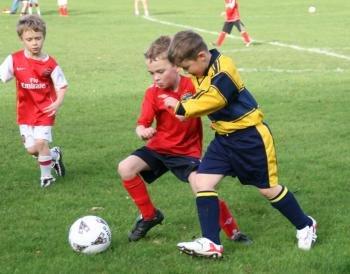 G:\РАБОТА\ФОТО, РИСУНКИ, КАРТИНКИ\children-playing-football-i3.jpg